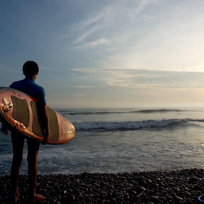 Surf en las playas de Miraflores